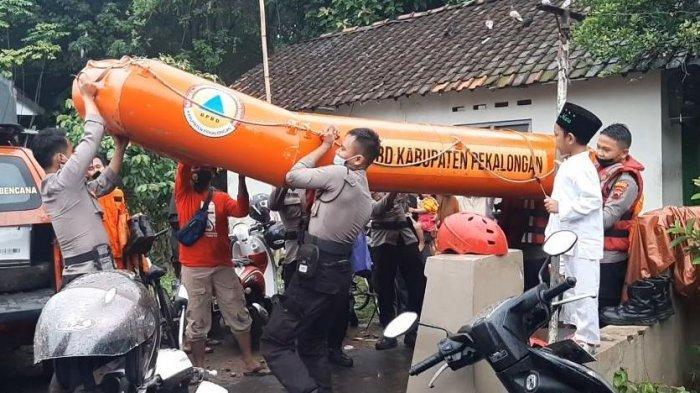 Tim gabungan melakukan operasi SAR di Desa Paesan, Kecamatan Kedungwuni, Kabupaten Pekalongan, Jawa Tengah.