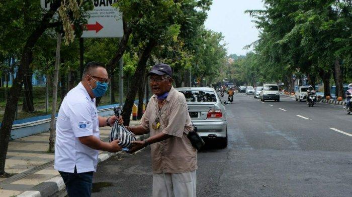 Peduli Sesama di Tengah Wabah Virus Corona, BMW CCI Semarang Chapter Turun ke Jalan Bagikan Sembako
