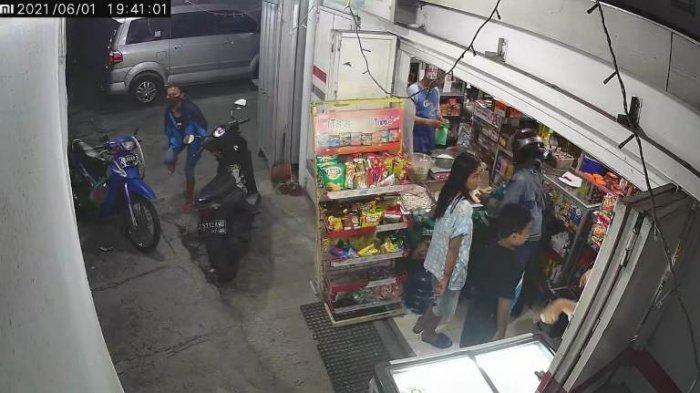 Sebuah Aksi Pencurian Handphone Pada Dashboard Sepeda Motor di Pajang Laweyan Terekam Kamera CCTV