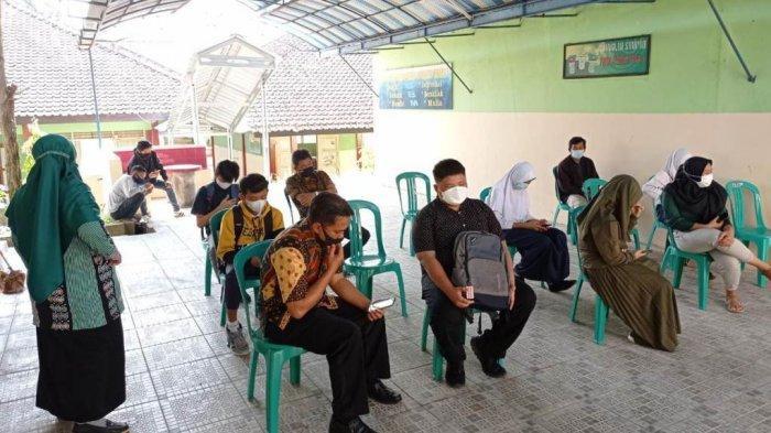 Dilema Siswa Miskin Desa Terpencil Banjarnegara, Ke Negeri Terganjal Zonasi, Swasta Terkendala Biaya