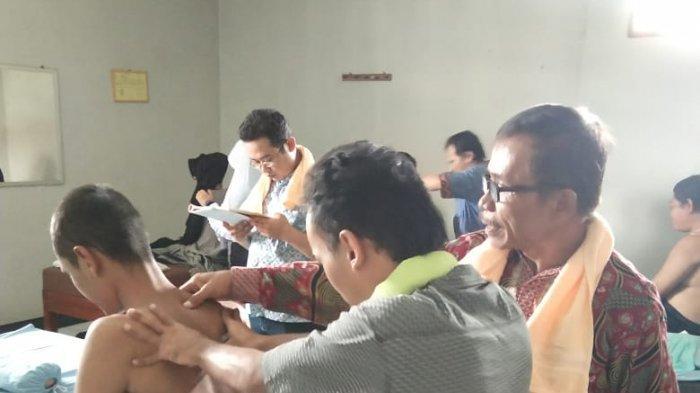 Mahasiswa UMK Kudus Dampingi Tuna Netra TIngkatkan Skil Pijit, Bakal Disiapkan di Posko Lebaran