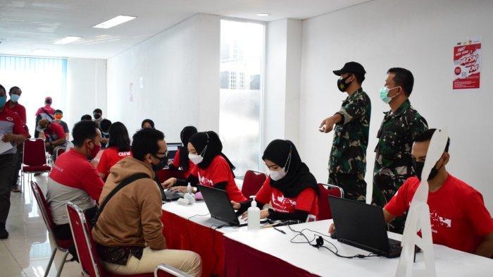 Pendataan peserta vaksin oleh para petugas dari JNE Semarang