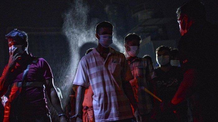 Viral Video Imigran Disemprot Disinfektan Termasuk yang dari Indonesia, Malaysia Dikecam