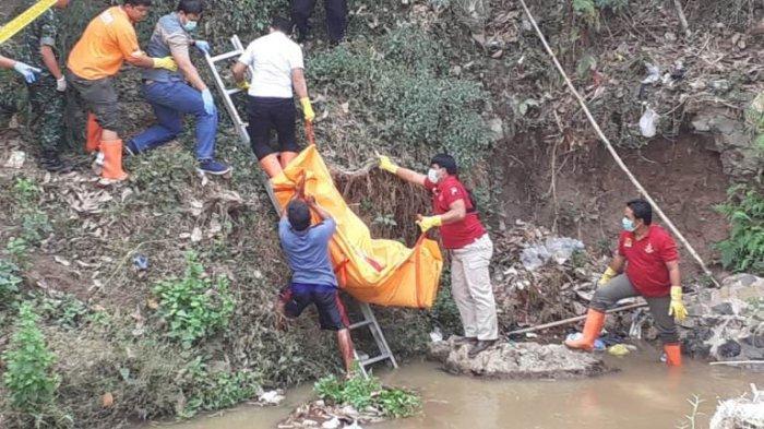 BREAKING NEWS: Mayat Lelaki Tanpa Identitas Terapung di Bawah Jembatan Pulombo Pati
