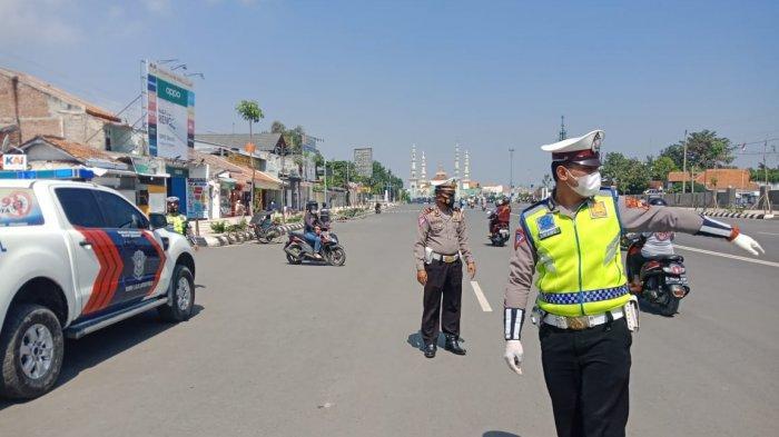 Polisi Tegas Menilang Sopir Mobil Ngeyel Parkir Lama di Jalan Pancasila Tegal