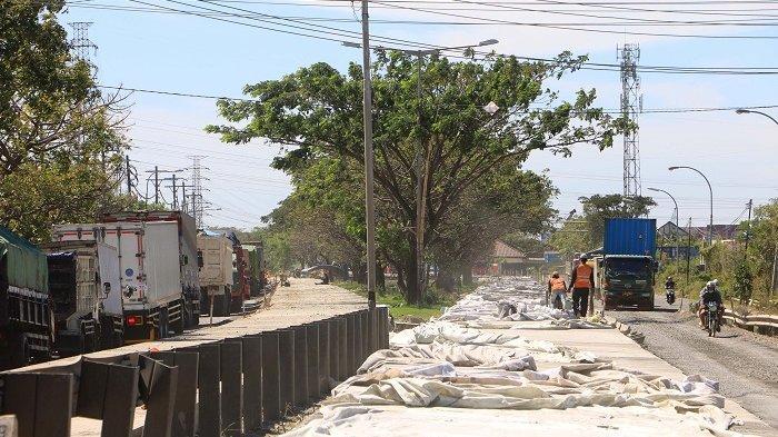 BERITA FOTO : Kemacetan Jalur Pantura Semarang menuju Demak di Jalan Yos Sudarso Pelabuhan