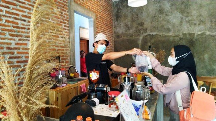 Bupati Hartopo Larang Konsumen Restoran Makan di Tempat, Seberapa Tinggi Angka Covid-19 di Kudus?