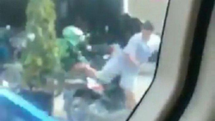Viral Video Ojol Ditendang Seorang Pria hinggaTerjungkal,Polisi: Ada Perselisihan di Jalan