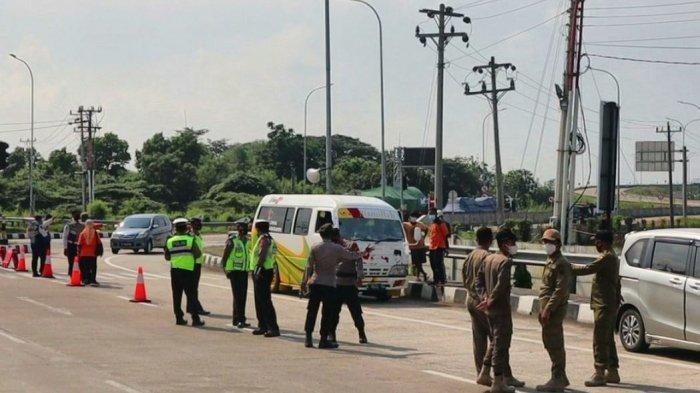 Jajaran Polres Pemalang bersama Kodim 0711, dan Pemkab Pemalang, melakukan pengetatan di sekitar Pintu Tol Gandulan, Senin (26/4/2021).