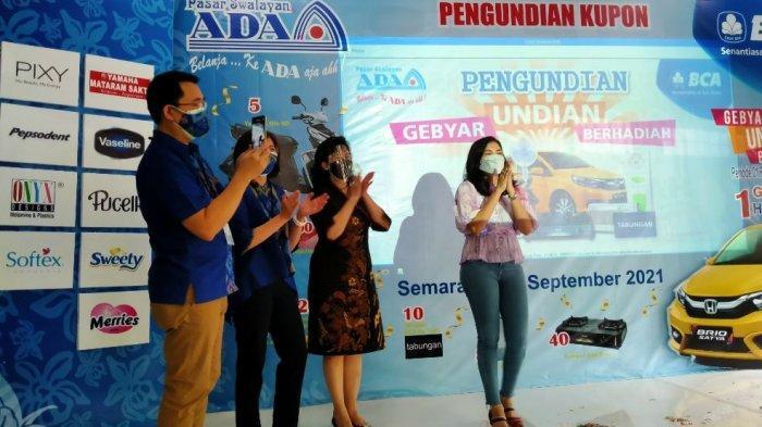 Acara pengundian kupon Gebyar Undian Berhadiah dengan grandprize berupa mobil Honda Brio di Pasar Swalayan Ada, Rabu (8/9/2021).