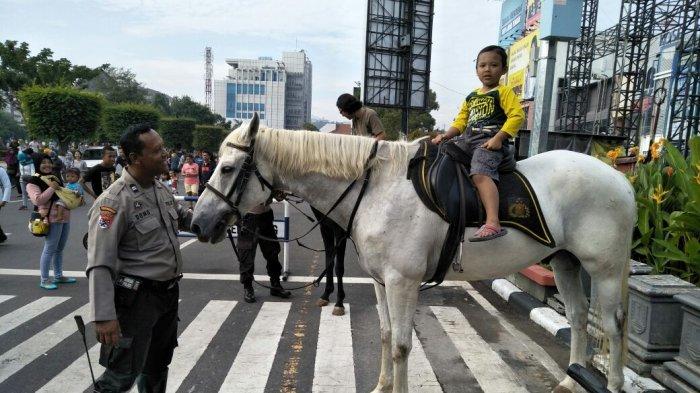 Silakan Coba Tunggangi Kuda Sabhara Polrestabes Semarang Ini, Gratis di CFD