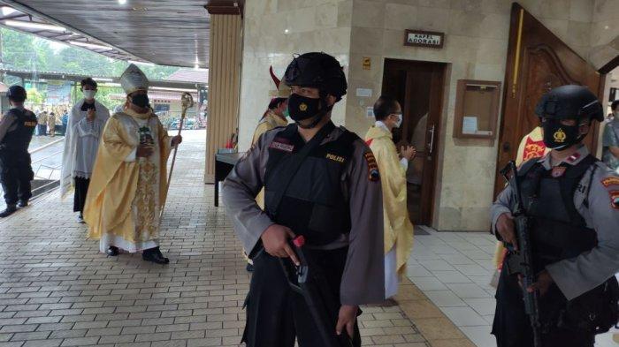 Tingkatkan Keamanan Menjelang Paskah, Polresta Banyumas Sterilisasi Gereja-gereja di Purwokerto