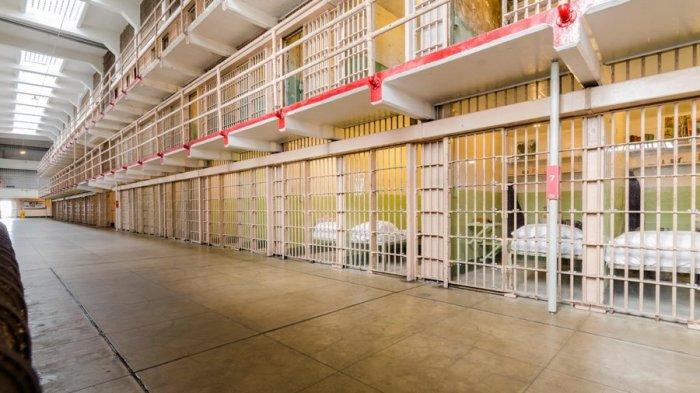 Kisah Nyata: Perjuangan Wanita Ini Melahirkan Sendirian di Sel Penjara, Minta Bantuan Dicuekin