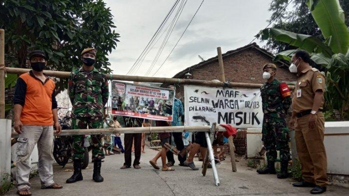 Patuhi Kebijakan di Rumah Saja, Warga Tumpangkrasak Kudus Tutup Akses Jalan Kampung