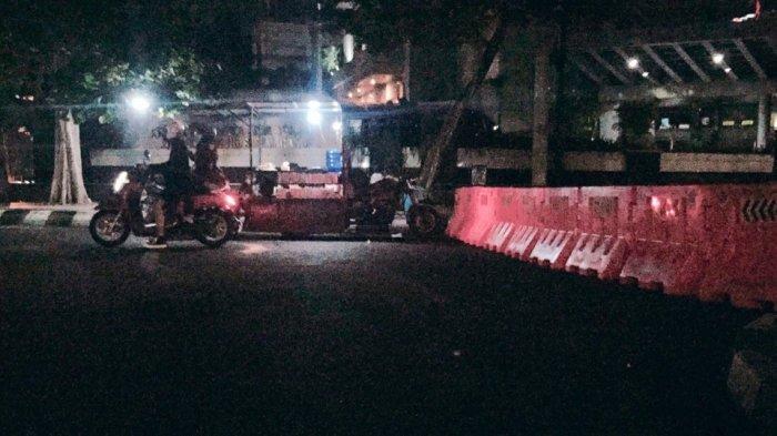 Kendaraan Arah Jalan Imam Barjo Semarang Putar Balik Kena Water Barrier: Jalan Kami Tutup 2 Minggu