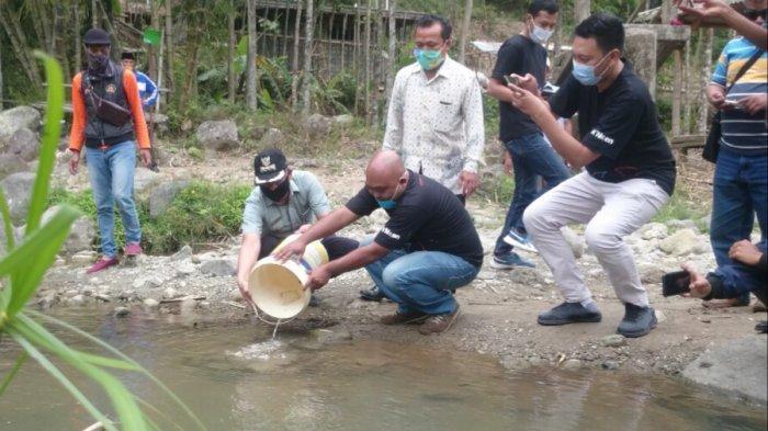 Komunitas di Kab Semarang Sebar Bibit Ikan Tawes di Curug 7 Bidadari Sumowono