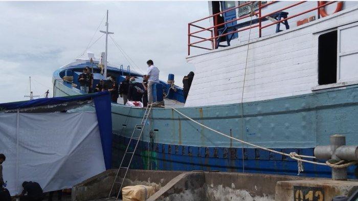 Kapal KLM Hikmah Jaya 3 merupakan sarana yang digunakan untuk menyelundupkan 537 ballpress dan 5800 roll tekstil impor dari Gudang Pasir Malaysia. Kapal tersebut melakukan bongkar muat di Pelabuhan Kendal. Kapal tersebut saat ini berada tempat sandar Kapal di Jalan Usman Janatin Semarang.