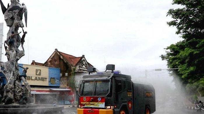 Hari ke-5 PPKM, Jalanan Kota Kebumen Disemprot Disinfektan