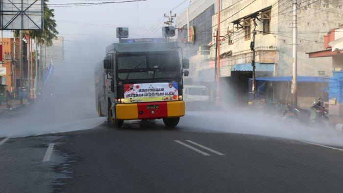 Kabupaten Cilacap Kembali Masuk Zona Merah, Jalanan Utama di Cilacap Disemprot Disinfektan