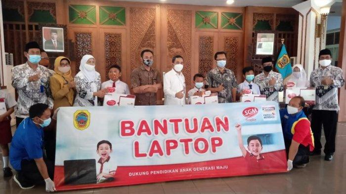 Gandeng SGM dan PGRI, Indomaret Salurkan Puluhan Laptop dan Modem bagi Siswa SD dan SMP di Pati
