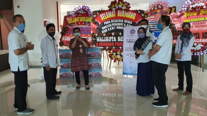 100 Baju Hazmat Buatan Peserta Pelatihan BBPLK Semarang Didonasikan ke RSUD KRMT Wongsonegoro
