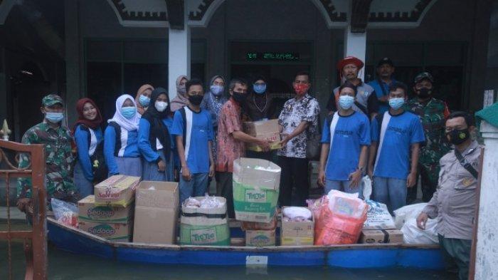 Sesuaikan Kebutuhan Korban Banjir, SMAN 1 Jakenan Pati Berikan Bantuan Bumbu Dapur
