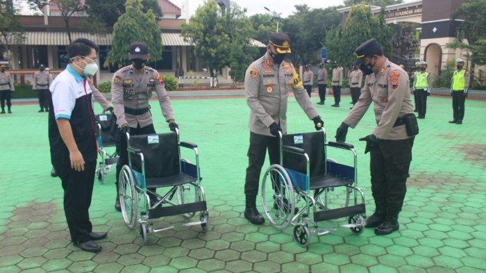 Wujudkan Layanan Kepolisian Ramah Disabilitas, RS KSH Berikan Puluhan Kursi Roda untuk Polres Pati
