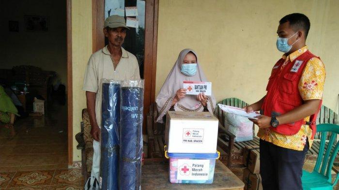 PMI Sragen Salurkan Bantuan Kepala Korban Kebakaran di Sukodono Sragen