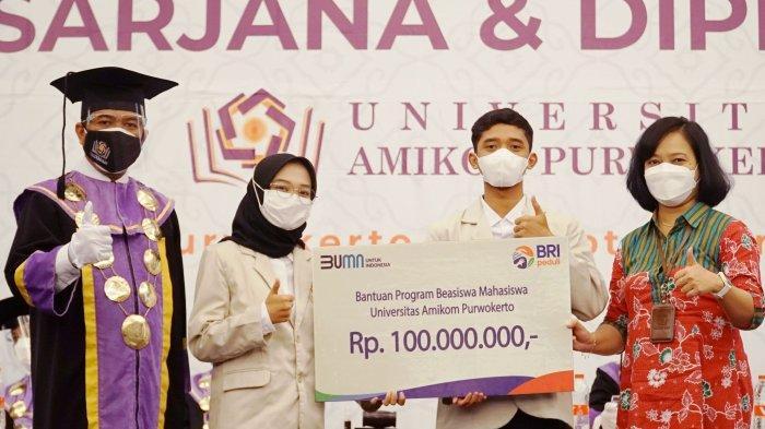 Penyerahan beasiswa pendidikan BRI senilai Rp 100.000.000,- secara simbolis untuk mahasiswa-mahasiswi Amikom Purwokerto yang berprestasi.