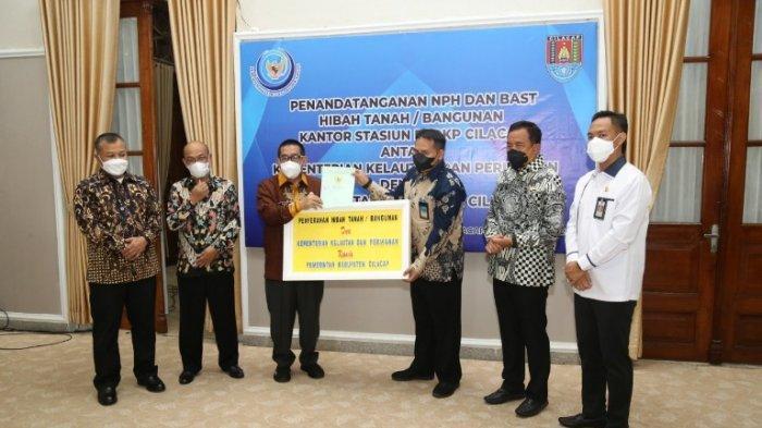 Kementerian Kelautan dan Perikanan RI Hibahkan Tanah dan Bangunan kepada Pemkab Cilacap
