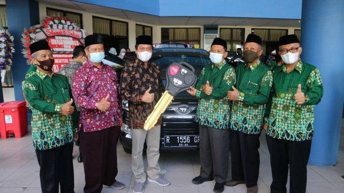 Dukung Dakwah Persyarikatan, UMP Purwokerto Berikan Mobil Ke PDM Banyumas