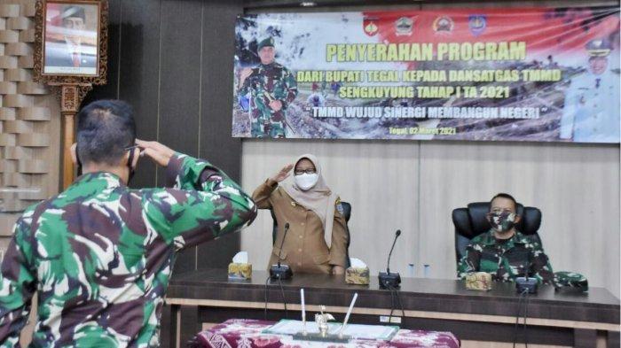 Bupati Tegal, Umi Azizah, saat membuka program TNI Manunggal Membangun Desa (TMMD) Sengkuyung Tahap I Desa Bersole, Kecamatan Adiwerna Tahun Anggaran 2021. Berlokasi Ruang Rapat Bupati Tegal, Selasa (2/3/2021) lalu.