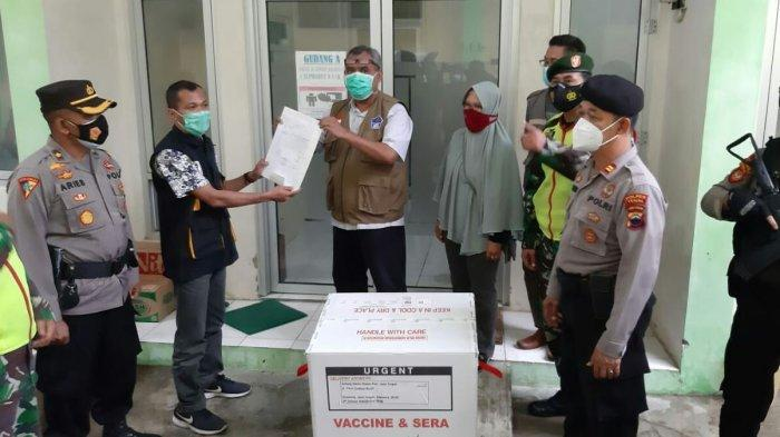 10.280 Dosis Vaksin Covid-19 Tiba di Kabupaten Tegal Dijaga Ketat Oleh Aparat Kepolisian dan TNI.