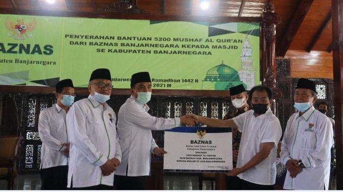 Ramadan Baznas Banjarnegara Serahkan 5200 Alquran dan Sarung ke Masjid se-Kabupaten