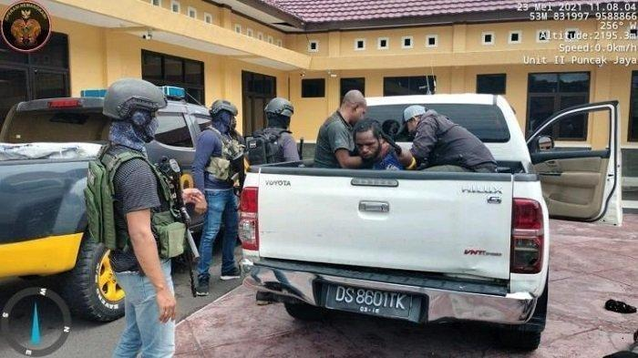 Satgas Ringkus Penyuplai Senjata Api KKB Papua, Ternyata Juga Penembak Letda Blegur