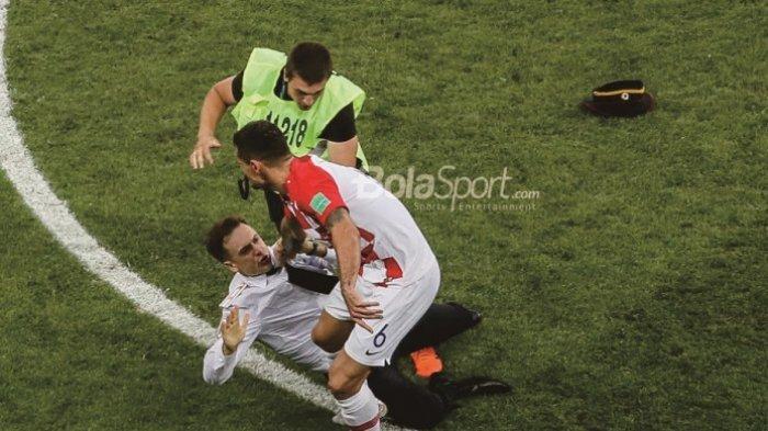 Inilah Sosok Penyusup yang Masuk Lapangan saat Final Piala Dunia 2018 Prancis Vs Kroasia