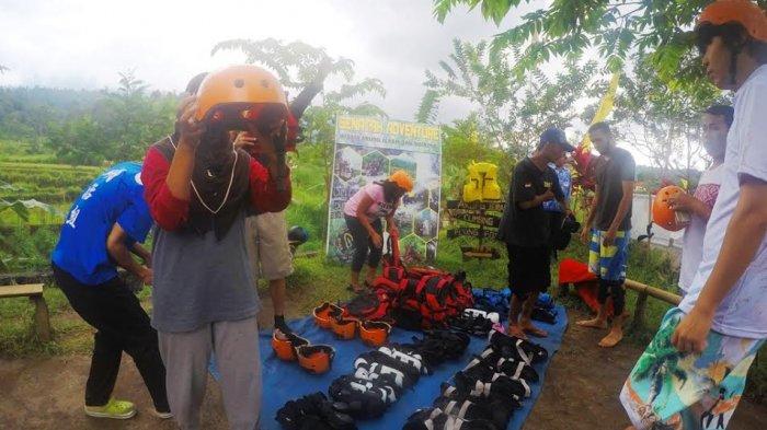 Tubing Berbeda Dengan Rafting, Ini Alat-alat yang Wajib Ada saat Tubing Menaklukkan Sungai