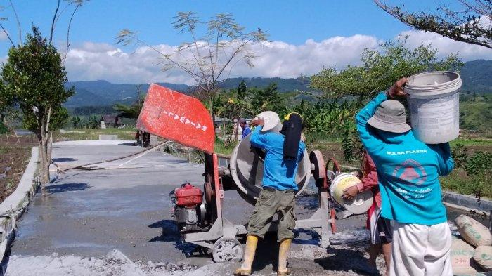 Warga Desa Wisata Sekasur Pemalang Perbaiki Jalan Mumpung PPKM Darurat