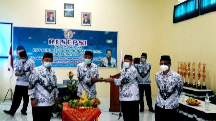 Wabup Demak: Perjuangan Guru Antarkan Anak Didiknya Berguna bagi Nusa dan Bangsa