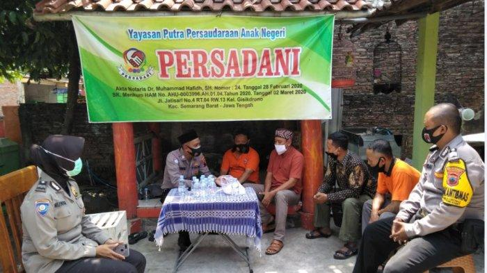 Sat Binmas Polrestabes Semarang berikan bantuan kepada mantan napi teroris yang tergabung dalam Persadani