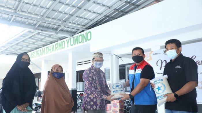 Pertamina Refinery Unit wilayah Cilacap bekerjasama dengan Persatuan Wartawan Indonesia (PWI) Kabupaten Banyumas menyelenggarakan bakti sosial di panti asuhan Darmo Yuwono, Purwokerto