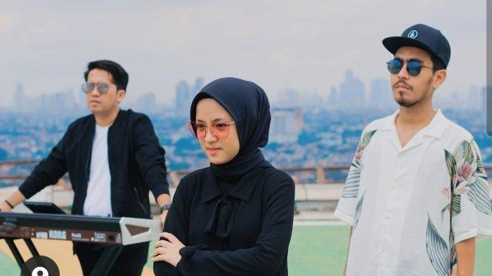 Lama Bungkam, Nissa Sabyan Jawab Dengan Karya, Ungga Video Musik Ada Kata Khilaf di Lirik