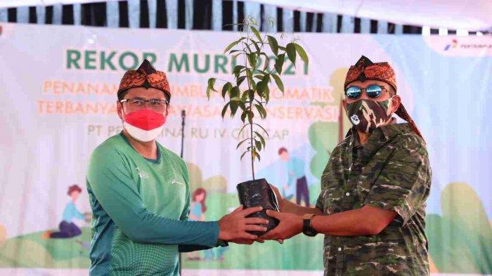 Pertamina RU Cilacap juga mencatat rekor MURI penanaman 75 pohon endemik Wijayakusuma Keraton.
