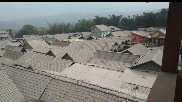 Hujan Abu Tipis Mengguyur Sejumlah Desa di 4 Kecamatan Wilayah Kabupaten Magelang