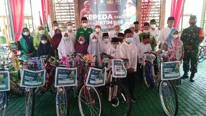 Lazisnu Kudus Bagikan 300 Sepeda untuk Anak Yatim