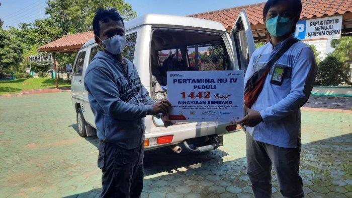 PPKM Darurat, Perwira Pertamina Cilacap Bagikan 1.442 Paket Sembako
