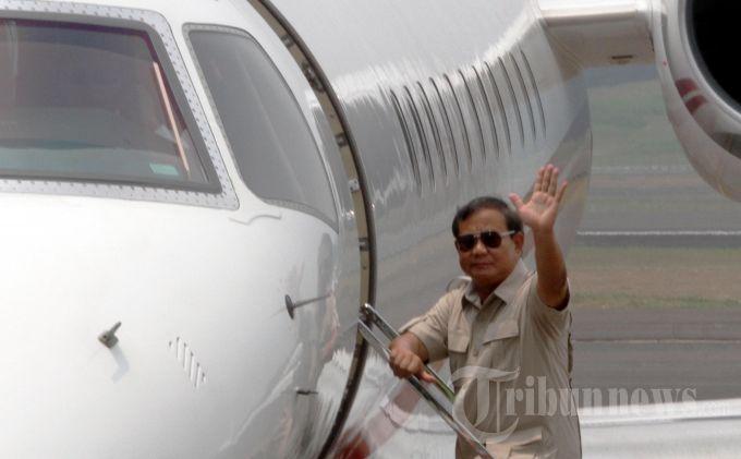 Prabowo Subianto dan jet pribadinya.