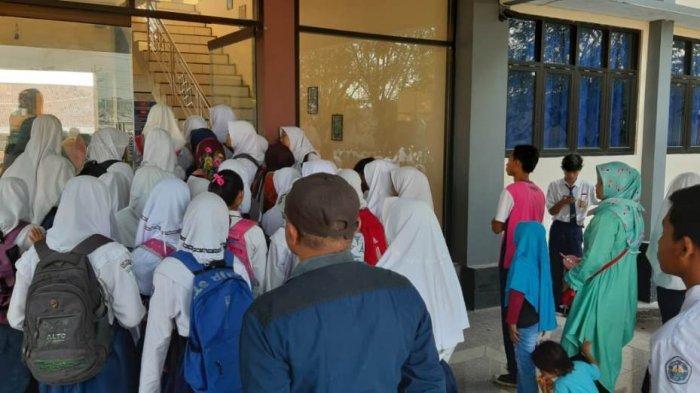 Riska Sebut PPDB SMA Bertambah Rumit, Hari Pertama Peserta Ngantre Ambil Token