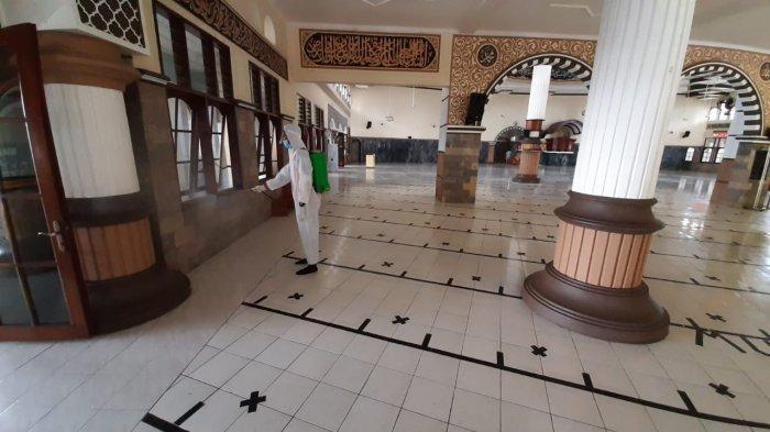 Masjid Agung Baitussalam Purwokerto Disemprot Disinfektan Jelang Ramadan