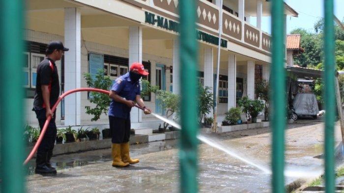 Hujan Cuma 30 Menit, 2 Tanggul Sungai di Ngaliyan Jebol, Jalan Tertutup Lumpur Setebal 10 Sentimeter